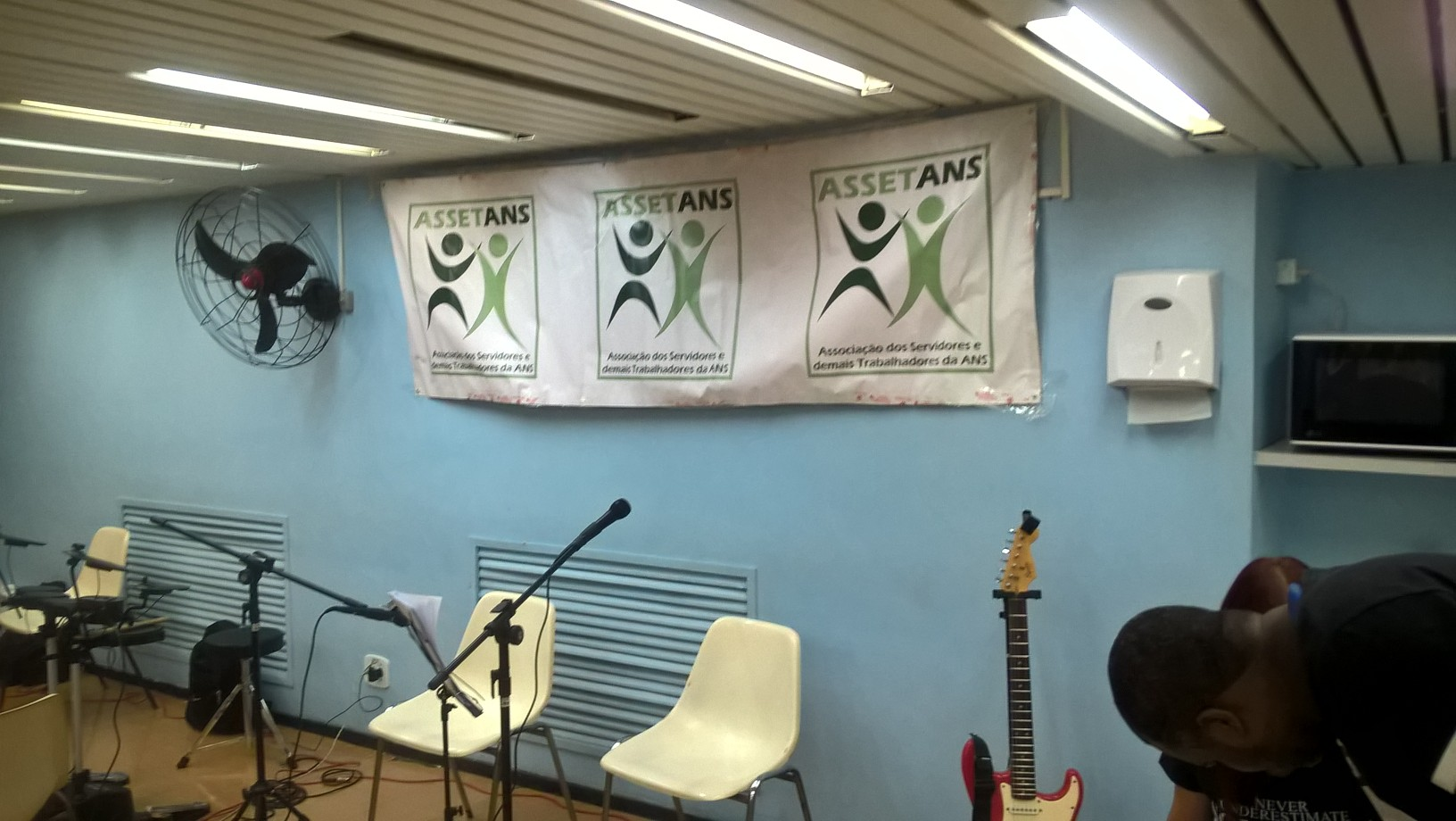 Compartilhando momentos de descontração: posse da nova Diretoria da ASSETANS, com Música na Cobertura